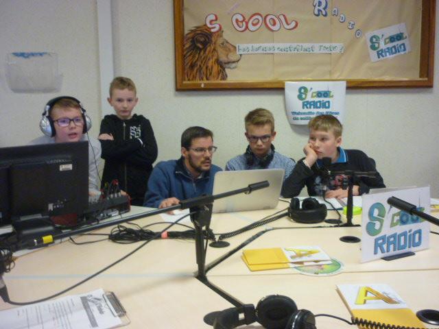Hebdo 09 - Photo de l'équipe Scool Radio